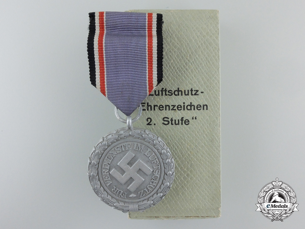 eMedals-An Air Defence (Luftschutz) Medal; Second Class with Box of Issue