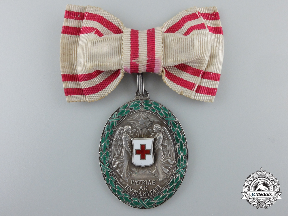 eMedals-An Austrian Honour Decoration of the Red Cross; Silver Grade Medal with War Decoration, Ladies 1864-1914