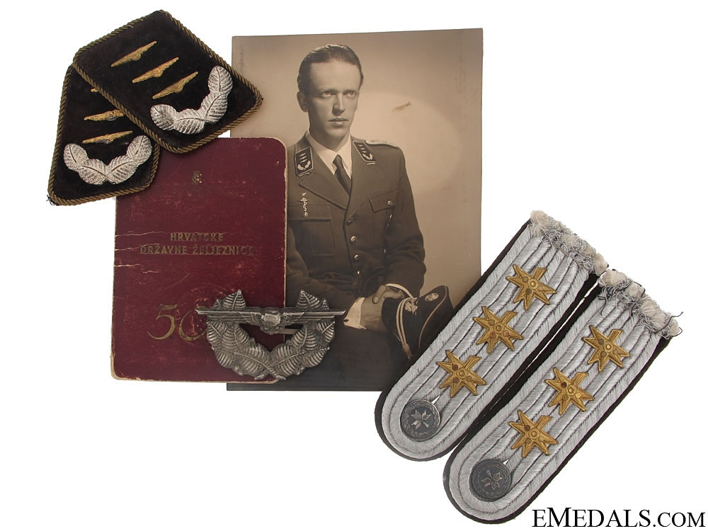 eMedals-Group of Insignia to Air Force Captain (Satnik)