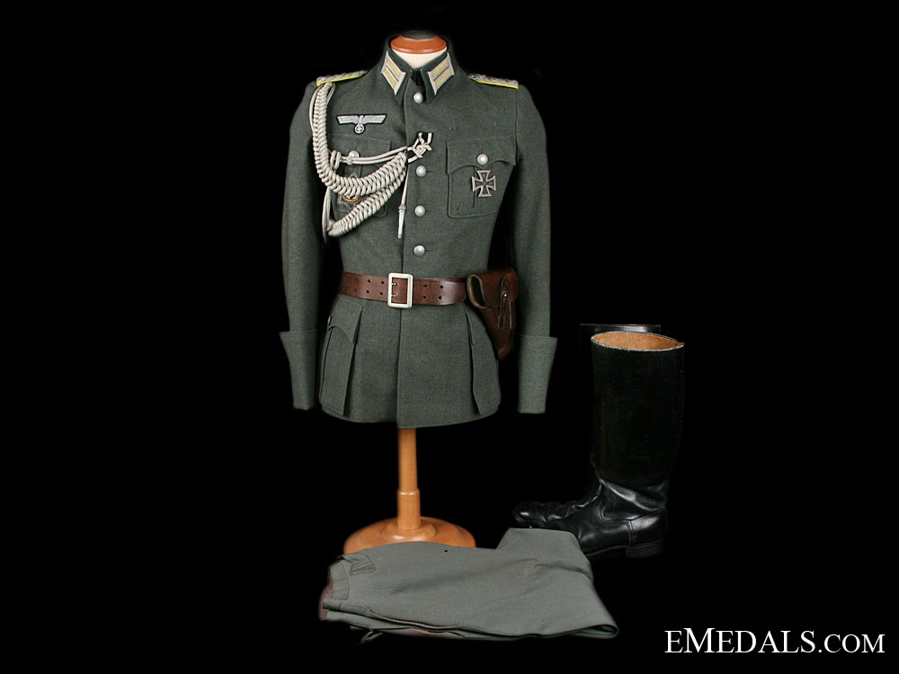 eMedals-A Complete & Decorated Army Officer's Uniform