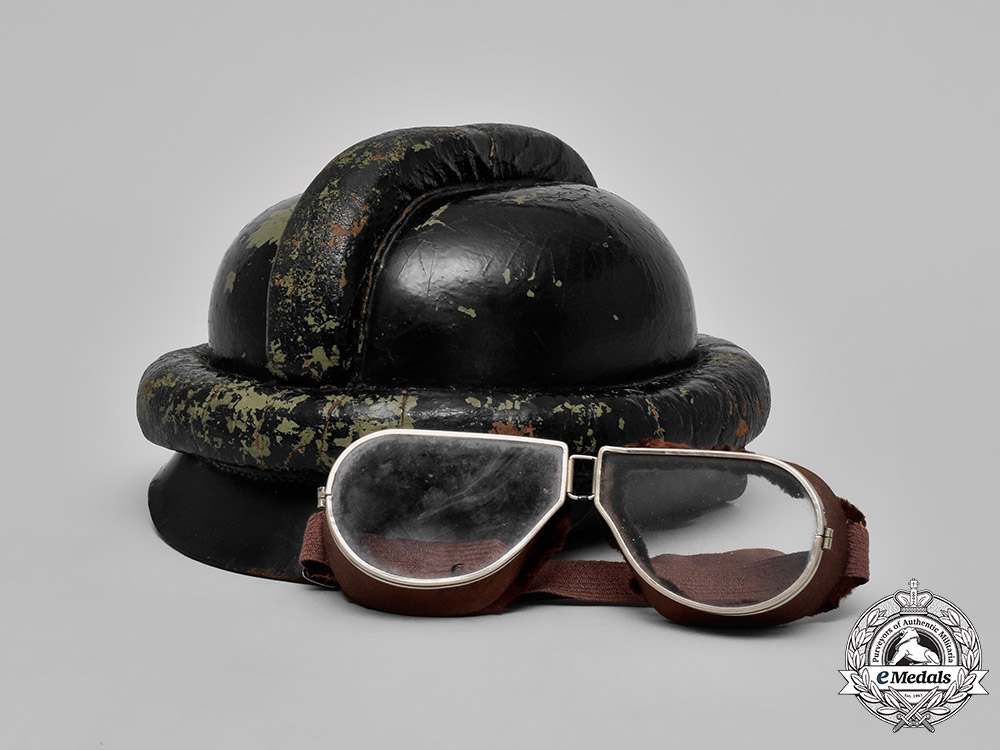 eMedals-Germany, Luftwaffe. A WW1 Prussian Pilot's Helmet with Goggles