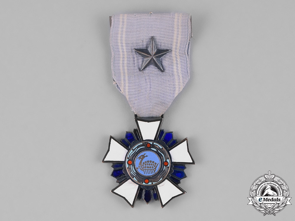 "eMedals-Korea, Republic, An Order of Military Merit, ""Chungmu"" III Class Breast Badge, c.1955"