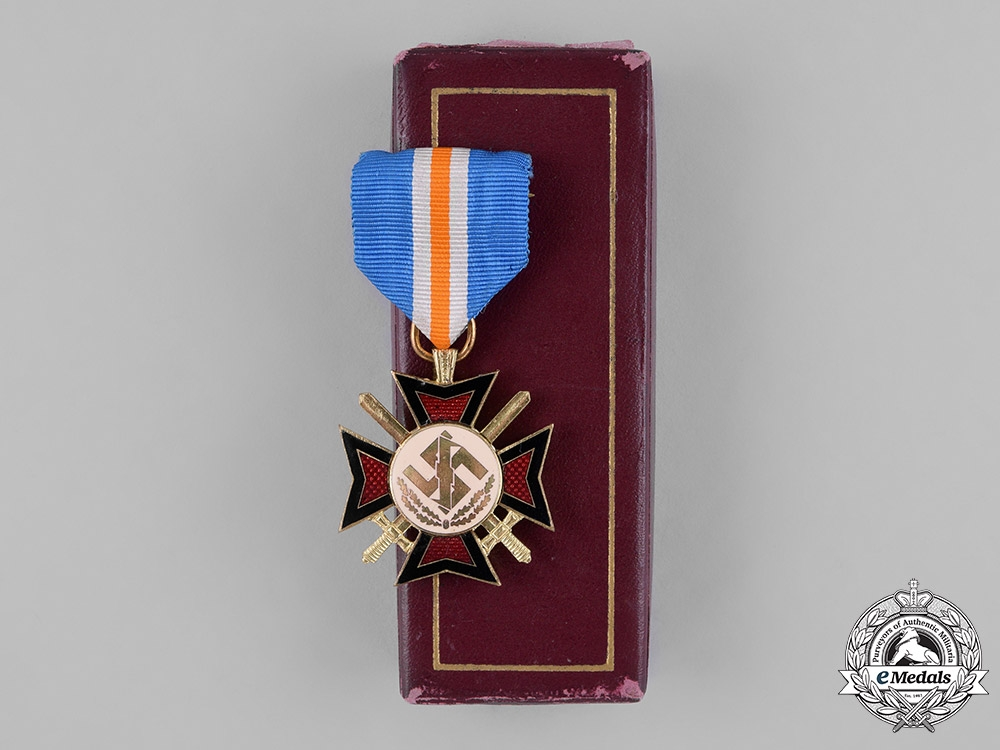 eMedals-Netherlands, NSB. A NSB Mussert Bravery Cross, with Case