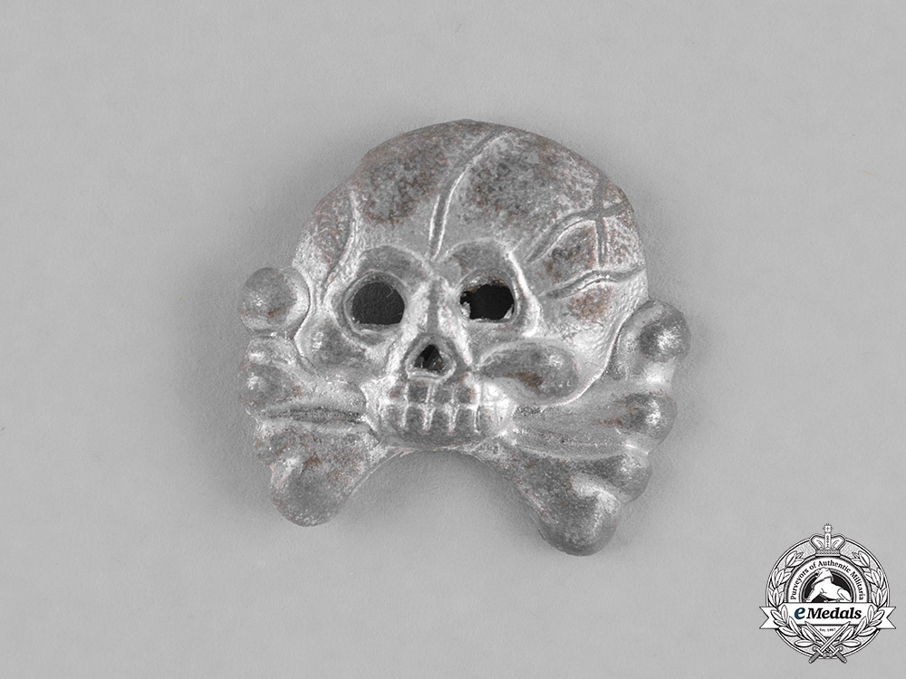 eMedals-Germany, Heer. A Second War Period Panzer Collar Tab Skull