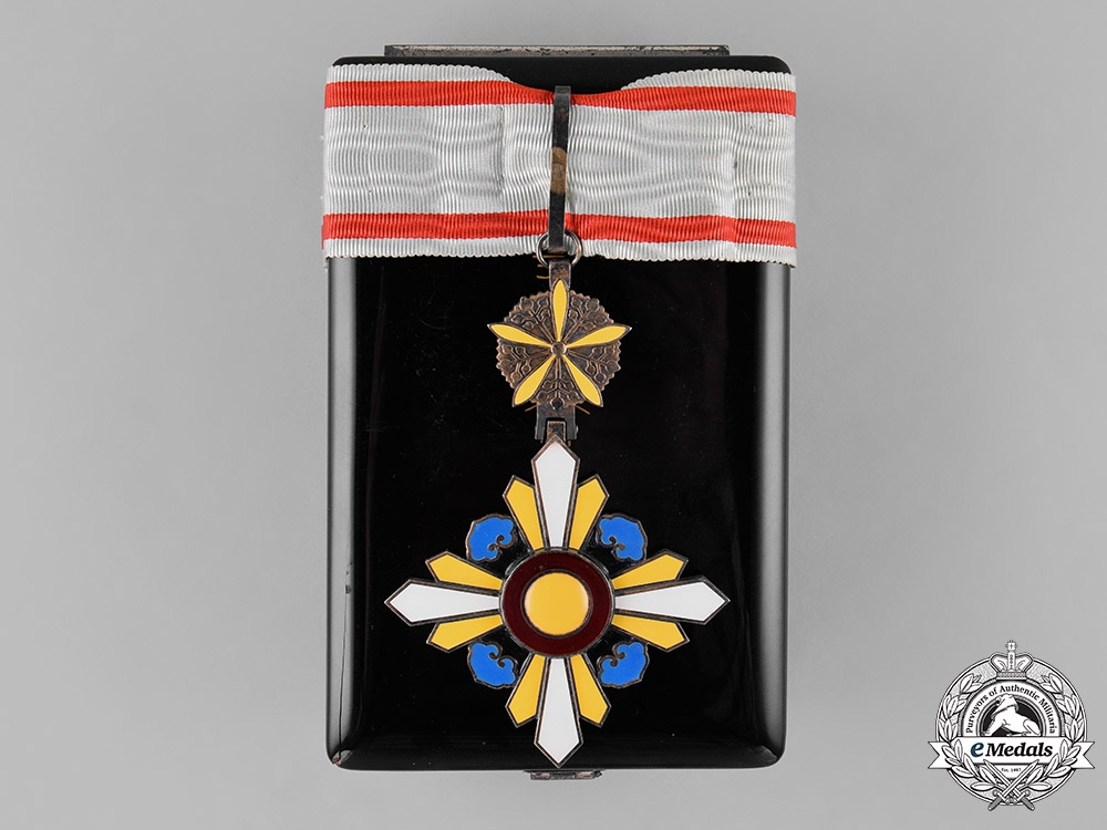 eMedals-China, Manchukuo, Japanese Occupation. An Order of the Auspicious Clouds, III Class Commander, c.1935