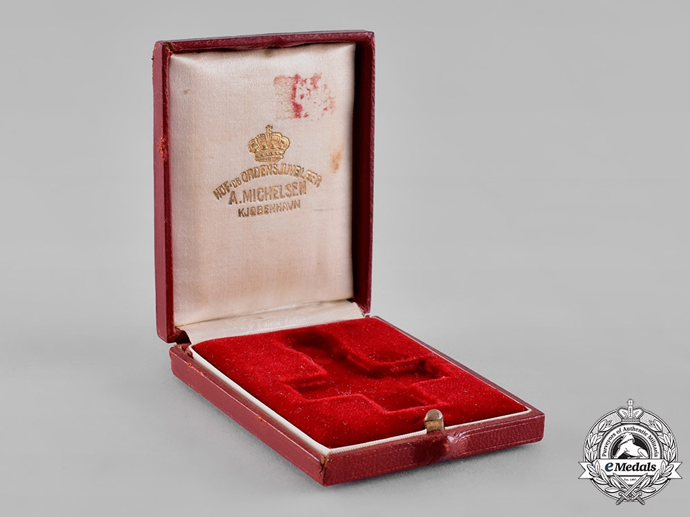eMedals-Denmark, Kingdom. A Red Cross Decoration of Honour Case, c.1920