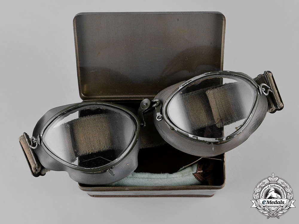 eMedals-Germany, Luftwaffe. A Set of  Flight Goggles with Case, by M.W., c.1941