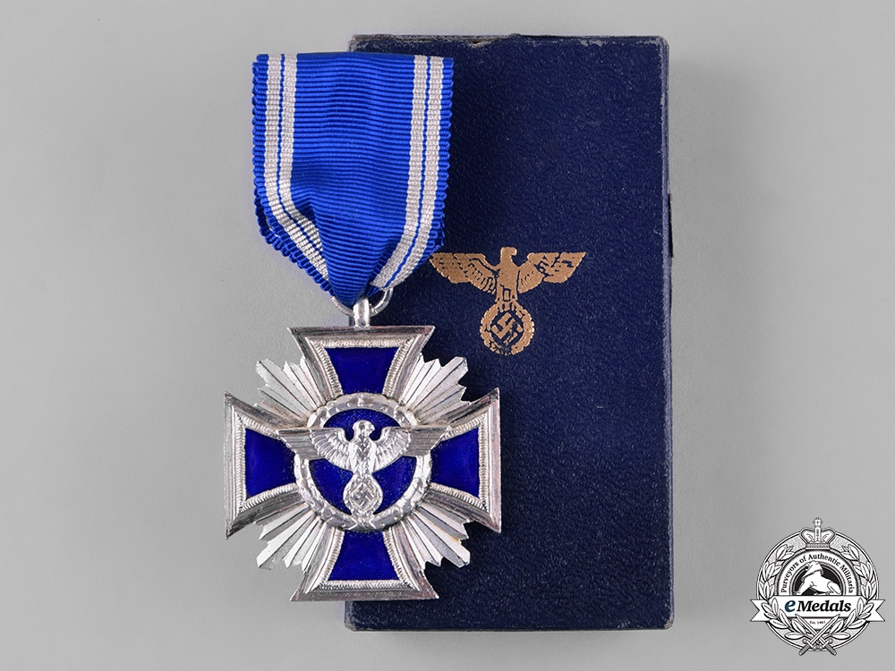 eMedals-Germany, NSDAP. A 15-Year Long Service Award, with Case of Issue, by B.H. Mayers