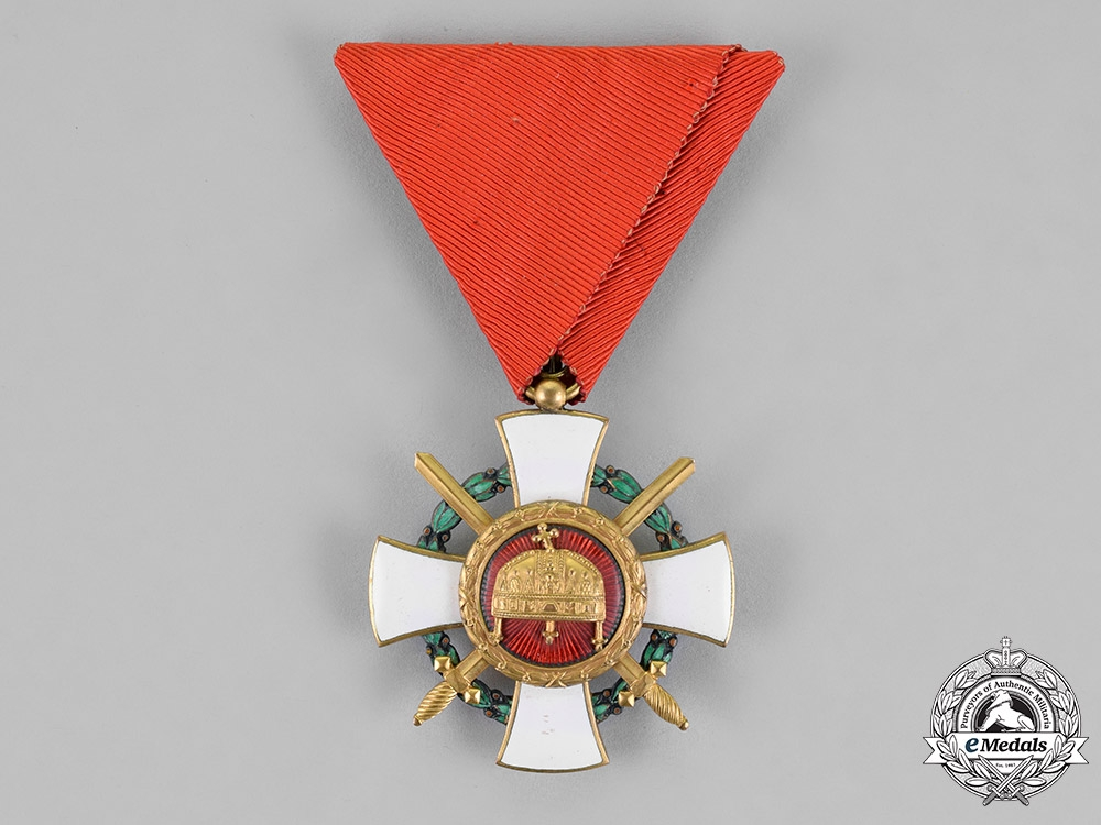 eMedals-Hungary, Kingdom. An Order of the Holy Crown, Knight's Cross with Swords & War Decoration, 1942 Version