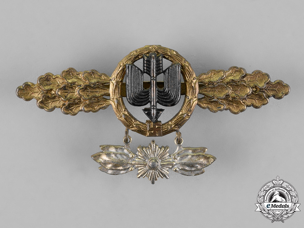 eMedals-Germany, Luftwaffe. A Squadron Clasp for Long Distance Figthers, Gold Grade, with Special Grade Hanger, by G.H. Osang