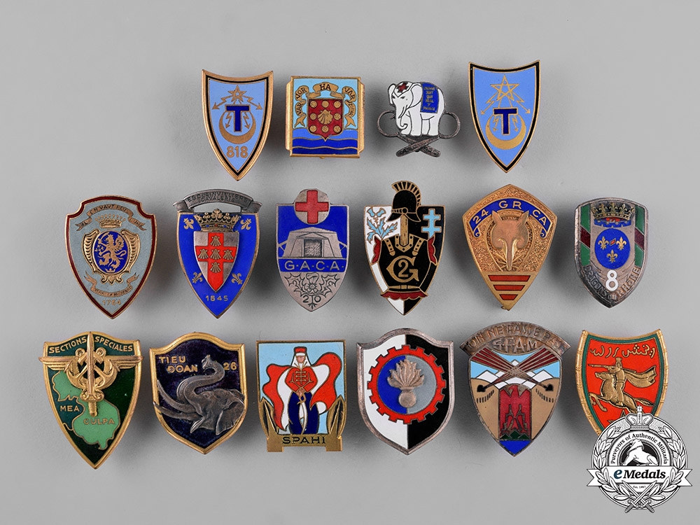eMedals-France, Republic. Sixteen French Military Insignia Badges
