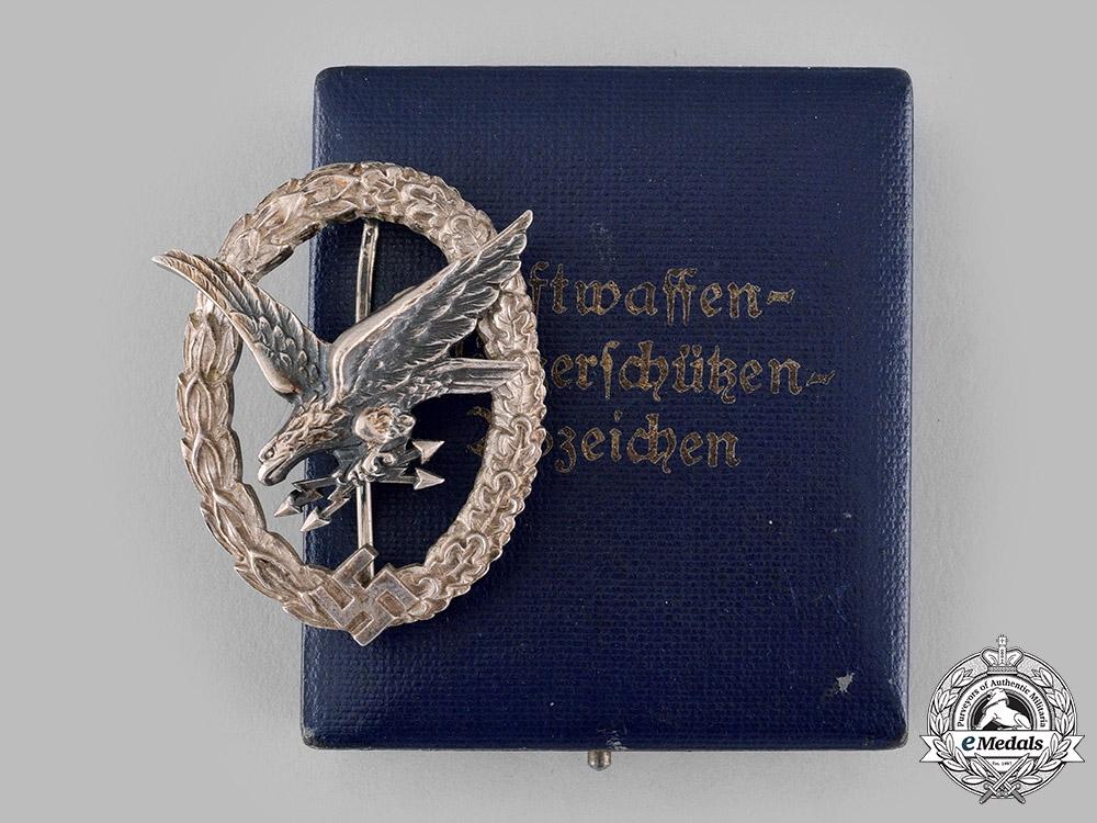 eMedals-Germany, Luftwaffe. A Radio Operator & Air Gunner Badge, with Case, by Wilhelm Deumer