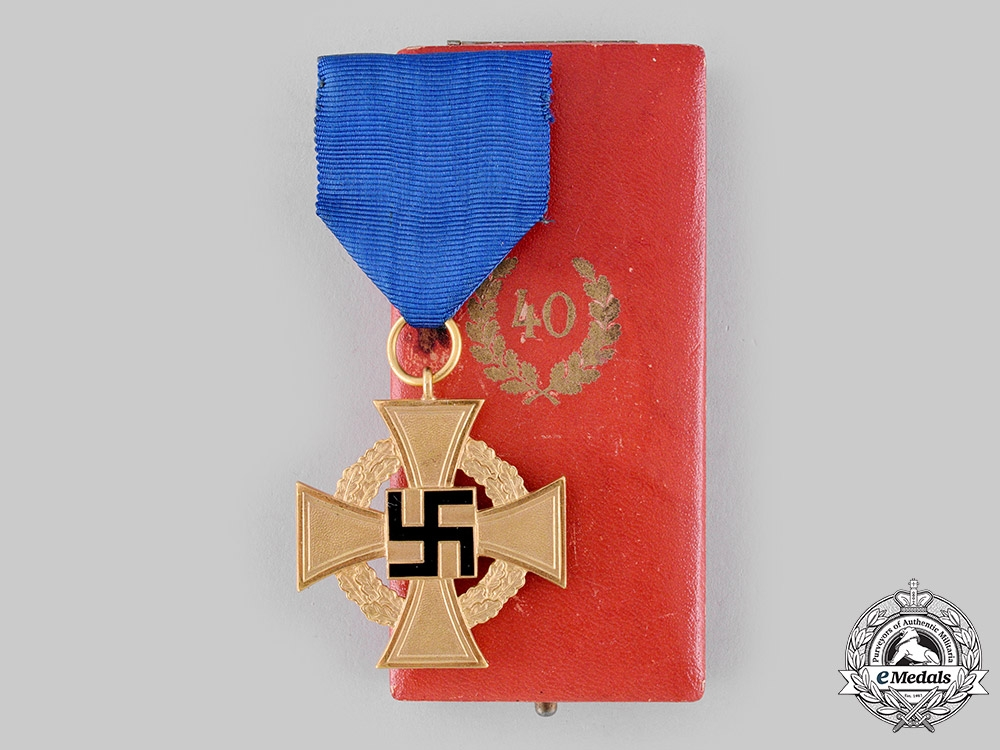 eMedals-Germany, Third Reich. A Civil Service 40-Year Faithful Service Cross, with Case, by Deschler & Sohn