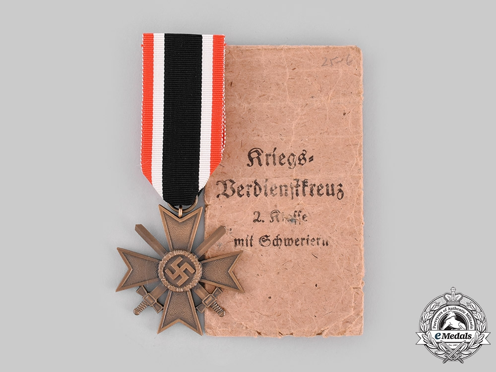 eMedals-Germany, Wehrmacht. A War Merit Cross, II Class with Swords, with Package of Issue by Ferdinand Hoffstätter