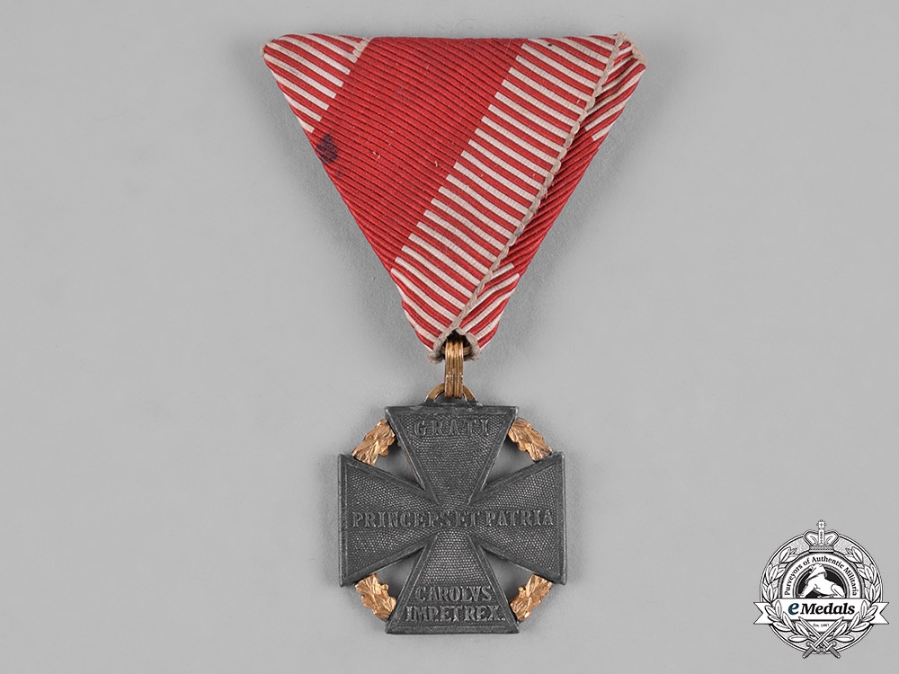 eMedals-Austria, Imperial. A Karl Troop Cross, Private Purchase with Gold Laurels