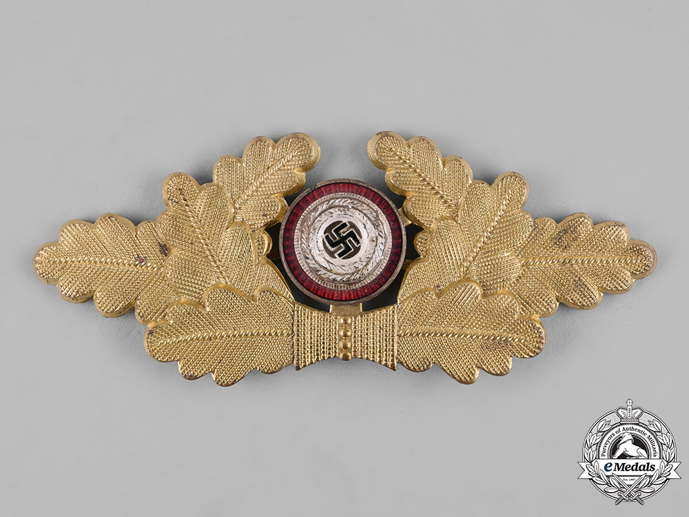 eMedals-Germany, NSDAP. A Political Visor Cap Wreath Insignia, by Dr. Franke & Co. K.G.