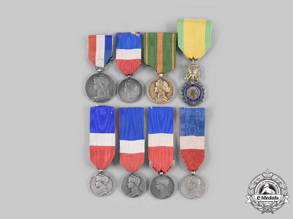 eMedals-France, Third, Fourth and Fifth Republics. A Lot of Eight Awards