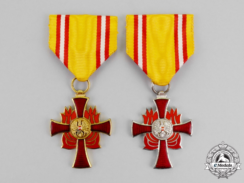 eMedals-Austria, Second Republic. Two Fire Brigade Association Medals for Distinguished Services