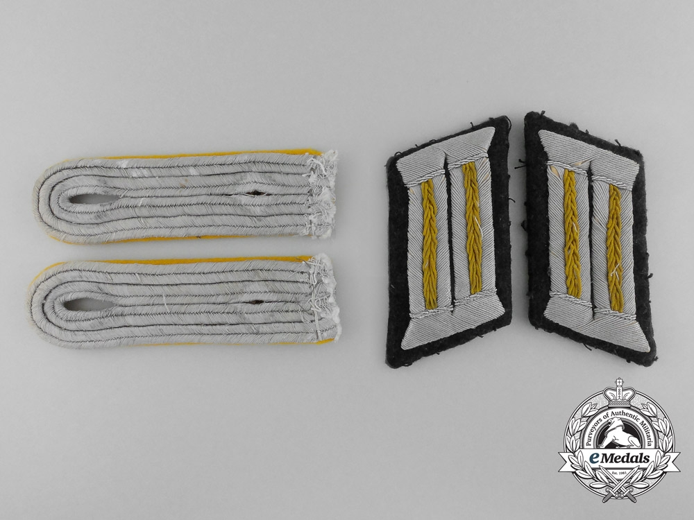 eMedals-A Pair of Oberleutnant's Cavalry Shoulder Boards and Tabs