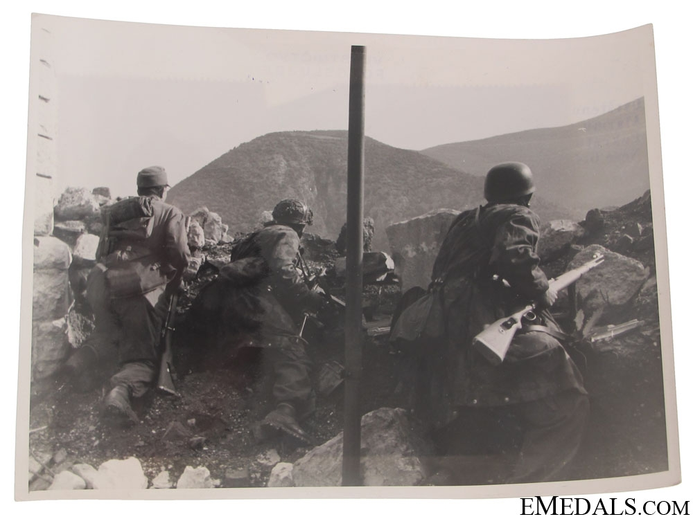 eMedals-Superb Fallschirmjäger Photo – Drvar, Bihac 1944