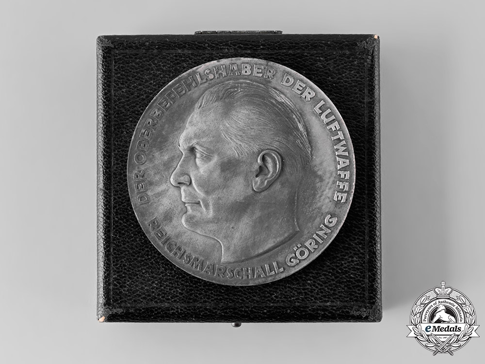 eMedals-Germany, Luftwaffe. A Table Medal for Outstanding Technical Achievements in the Luftwaffe, with Case