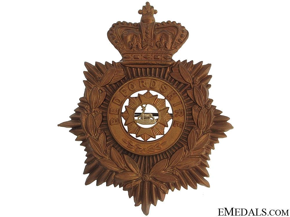 eMedals-Victorian Bedfordshire Regiment Helmet Plate