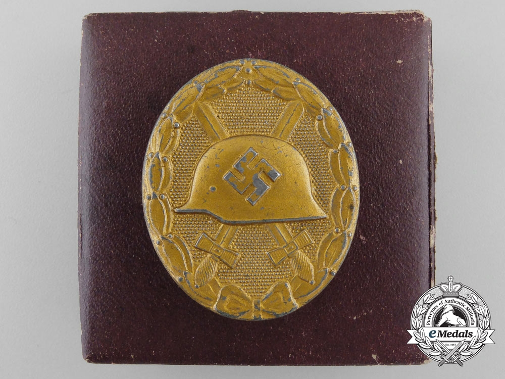 eMedals-A Gold Grade Wound Badge with Case of Issue