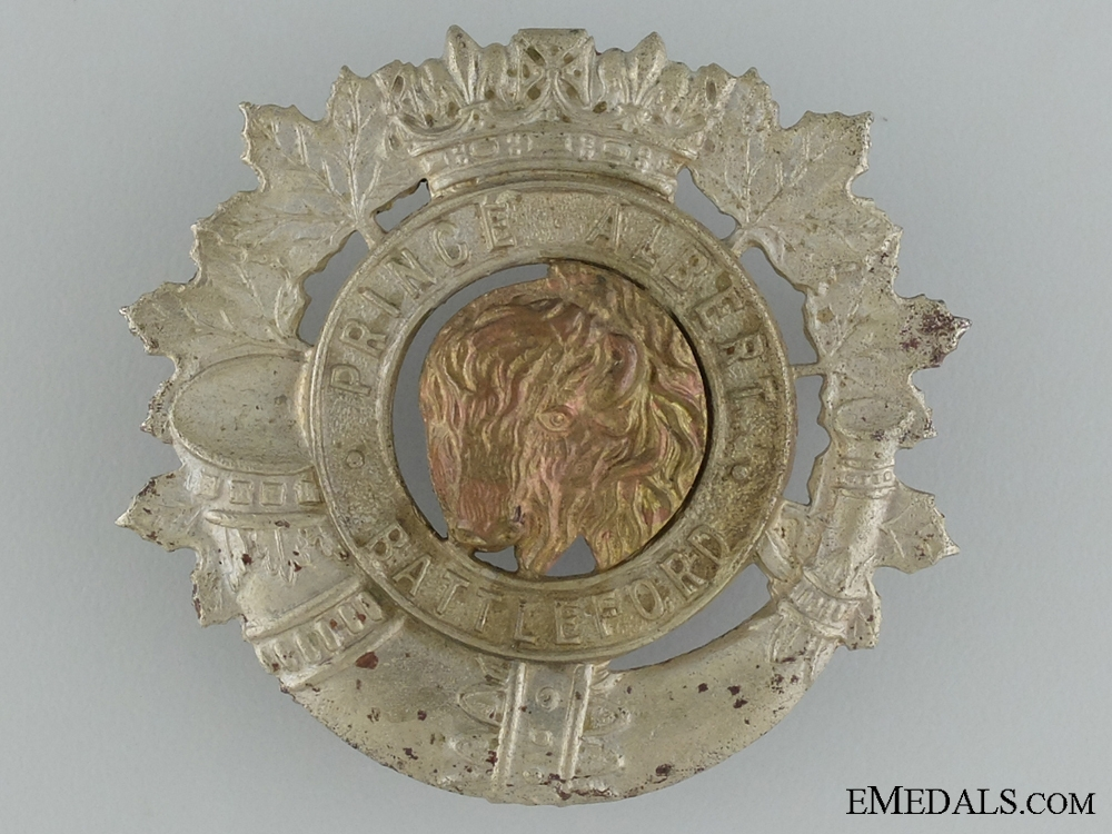 eMedals-WWII Prince Albert and Battleford Volunteers Cap Badge