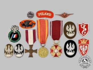 Poland, Republic, People's Republic. A Lot of Fourteen Military-Themed Items