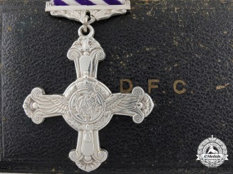 A 1945 Second WarDistinguishedFlyingCross with Case