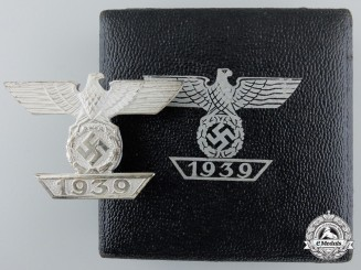 A Mint Cased Clasp to the Iron Cross 1939; First Class