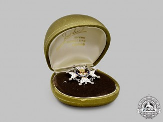 Spain, Fascist State. An Order Of The Cross of St. Raymond Of Penafort, Lapel Badge in Gold & Diamonds