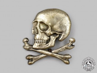 Italy, Kingdom. A Black Brigade Skull Cap Badge, c.1940
