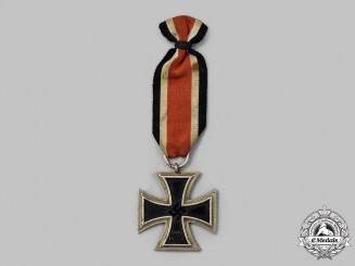 Germany, Wehrmacht. A Rare 1939 Iron Cross II Class, Z-Marked Long Flaw Variant
