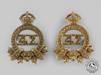 Canada, CEF. A 42nd Lanark and Renfrew Regiment Collar Badge Mismatched Pair, c.1915