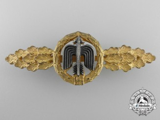 A Gold Grade Short Range Day Fighter Flight Clasp