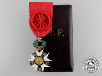A French Legion D'Honneur; Officer's Badge in Gold with Case