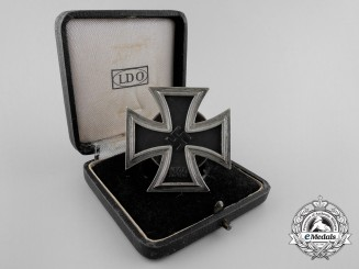 An Iron Cross 1st Cl. 1939 by Meybauer; Screwback Type with Case of Issue