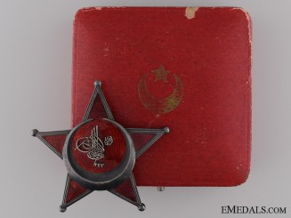 A Cased 1915 Campaign Star (Iron Crescent) by Godet