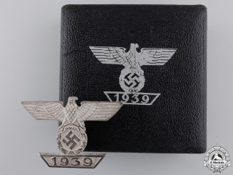 A Cased Clasp to the Iron Cross 1939; First Class