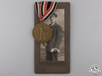 A First War German Naval League Bravery Medal & Photograph