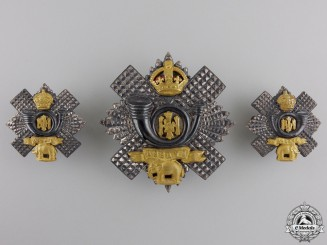 A Highland light Infantry Officer's Insiginia Set
