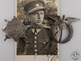 A Second War Czech Pilot's Badge with Photograph