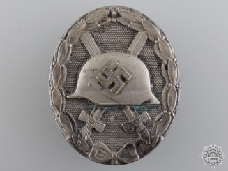 A Silver Grade Second War Wound Badge
