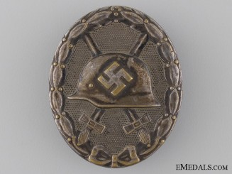 A Silver Grade Wound Badge by Hauptmünzamt Wien