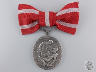 Sweden, Kingdom. A Red Cross Award, Ladies Version, c.1954