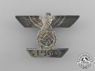 A Fine Quality Clasp to the Iron Cross 1939 First Class; Type II