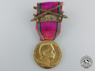 A Saxon Duchies Golden Merit Medal with Sword 1914/8Clasp