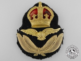 An RCAF/ RAF Officer's Tudor Crown Cap Badge