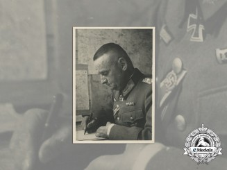 A Wartime Photo of a Lieutenant General with KC and Honour Roll Clasp